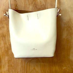 Coach: white leather, crossbody, purse